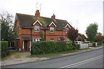 SU7165 : Sheepbridge Cottages, Basingstoke Road by Luke Shaw