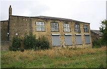 SE1527 : Wyke Community & Children's Centre by Roger Templeman