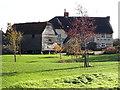 SU3090 : Moor Mill Farm house and granary by Vieve Forward
