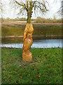 SE5944 : Naburn Lock – owl and bat sculpture by Alan Murray-Rust
