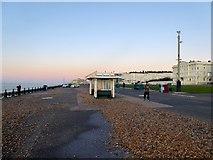 TQ2904 : Hove Sea Wall, Hove by Simon Carey