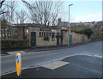 SE1115 : Old public conveniences, Morley Lane, Milnsbridge by habiloid