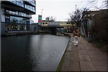 TQ3283 : Regent's Canal towards New North Road by Ian S