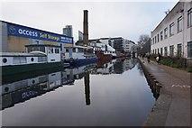 TQ3283 : Regent's Canal  near Sturt's Lock by Ian S