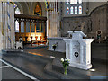 NS5964 : St Andrew's Cathedral, Glasgow - lectern and altar by Stephen Craven
