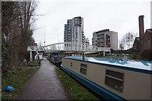 TQ1883 : Grand Union Canal towards Earling Road Bridge by Ian S