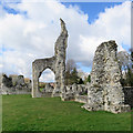 TL8683 : Thetford Priory: remains of the chancel arch by John Sutton