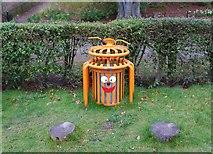 NO3901 : Rubbish bin by Bill Kasman