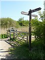 SK6436 : Grantham Canal towpath fingerpost by Alan Murray-Rust