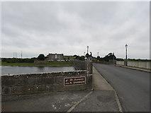 M9625 : Shannon  Bridge  over  River  Shannon  at  Shannonbridge by Martin Dawes