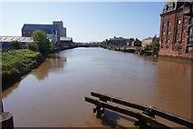 TA1029 : River Hull from North Bridge, Hull by Ian S