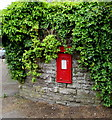 ST2994 : King George VI postbox in a stone wall, Llantarnam, Cwmbran by Jaggery