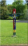 NO2601 : Totem pole, Riverside Park, Glenrothes by Bill Kasman