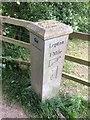 SE1913 : Modern Waymarker near Highburton C of E school, west of Northfield Lane by David Garside