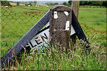 H5472 : Damaged road sign, Bracky by Kenneth  Allen