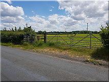 SO9964 : Footpath crosses Wallhouse Lane by Jeff Gogarty