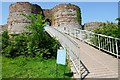 SJ5359 : One-Way System at Beeston Castle by Jeff Buck