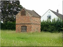 SK6548 : Dovecote at Epperstone by Alan Murray-Rust