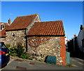 ST6390 : Tiled roofs, St John Street, Thornbury by Jaggery