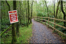 H5776 : Take your rubbish home notice, Lough Macrory path by Kenneth  Allen