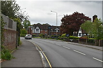 TQ5842 : London Rd by N Chadwick