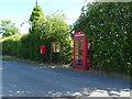 TF4774 : Elizabeth II postbox and telephone box, Farlesthorpe by JThomas