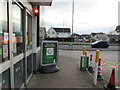 ST3091 : Red light at the entrance to M&S Simply Food, Malpas Road, Newport by Jaggery