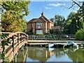 SU7778 : Lock-keeper's house, Shiplake Lock by Simon Mortimer
