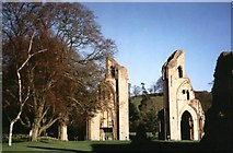 ST5038 : Remains of Glastonbury Abbey: Glastonbury by Pam Brophy