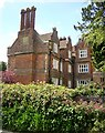 TQ8455 : Elizabethan Manor House at Hollingbourne by Penny Mayes