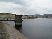 SD9633 : Walshaw Dean Middle Reservoir by Dave Dunford