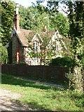 TQ1853 : Cockshot cottage by Andrew Longton