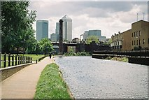 TQ3681 : Regent's Canal, Bow Common by Pierre Terre