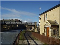 SE1537 : Gallows Bridge, Leeds and Liverpool Canal, Shipley by Rich Tea