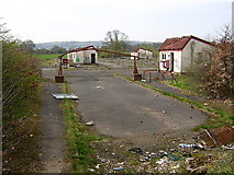 NS5061 : Derelict Buildings on Hurlet Road by Iain Thompson