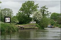 ST6968 : Entrance to Swineford Lock by Pierre Terre