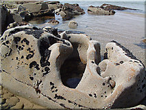 NJ1570 : Sandstone Geology at Clashach Cove by Gary Rogers