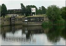 SE3118 : Flood Lock, River Calder, Wakefield by Rich Tea