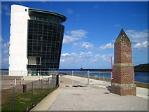 NJ9505 : Aberdeen Harbour Marine Operations Centre by Chris Walker