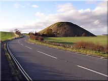SU1068 : The A4 bypassing Silbury Hill by Jim Champion