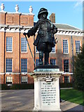 TQ2579 : William III Statue, Kensington Palace by Colin Smith