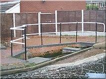 SO8690 : Weir adjacent to Swindon Lock by John M