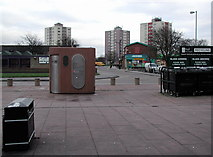 TA1431 : Greenwich Avenue, Hull by Paul Glazzard