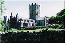 SM7525 : St David's cathedral by Roger Cornfoot