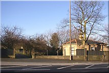 SE1421 : Lodge to Toothill Hall, Huddersfield Road, Rastrick by Humphrey Bolton