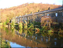 SD9625 : Cottages by the Rochdale Canal, Eastwood by John Darch