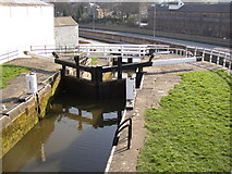 SE1039 : Three-rise locks from the top, Bingley by Humphrey Bolton
