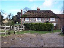 SU8415 : Staple Ash Farmhouse by Maigheach-gheal