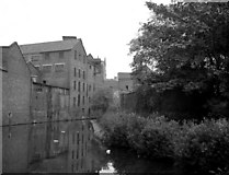 SO8276 : Industrial Buildings, Staffordshire and Worcestershire Canal, Kidderminster by Dr Neil Clifton