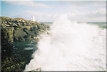 SY6768 : Bill of Portland: rough seas by Chris Downer